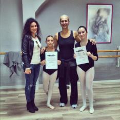 L'insegnante con le allieve III-IV corso Classico anno 2016/2017 con Alessandra Celentano
